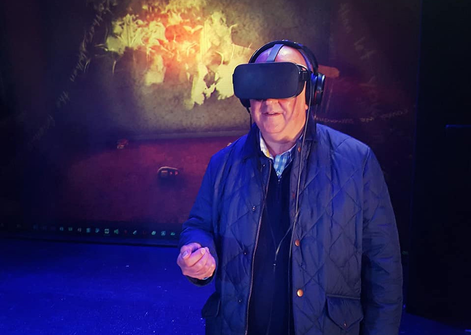 Participant exploring WALLPAPER in VR